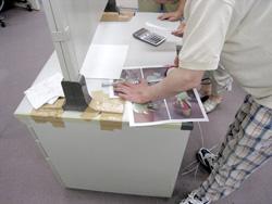 現物の写真の寸法を測って、体の大きさを決めます